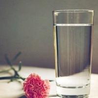 做一杯清澈的白开水